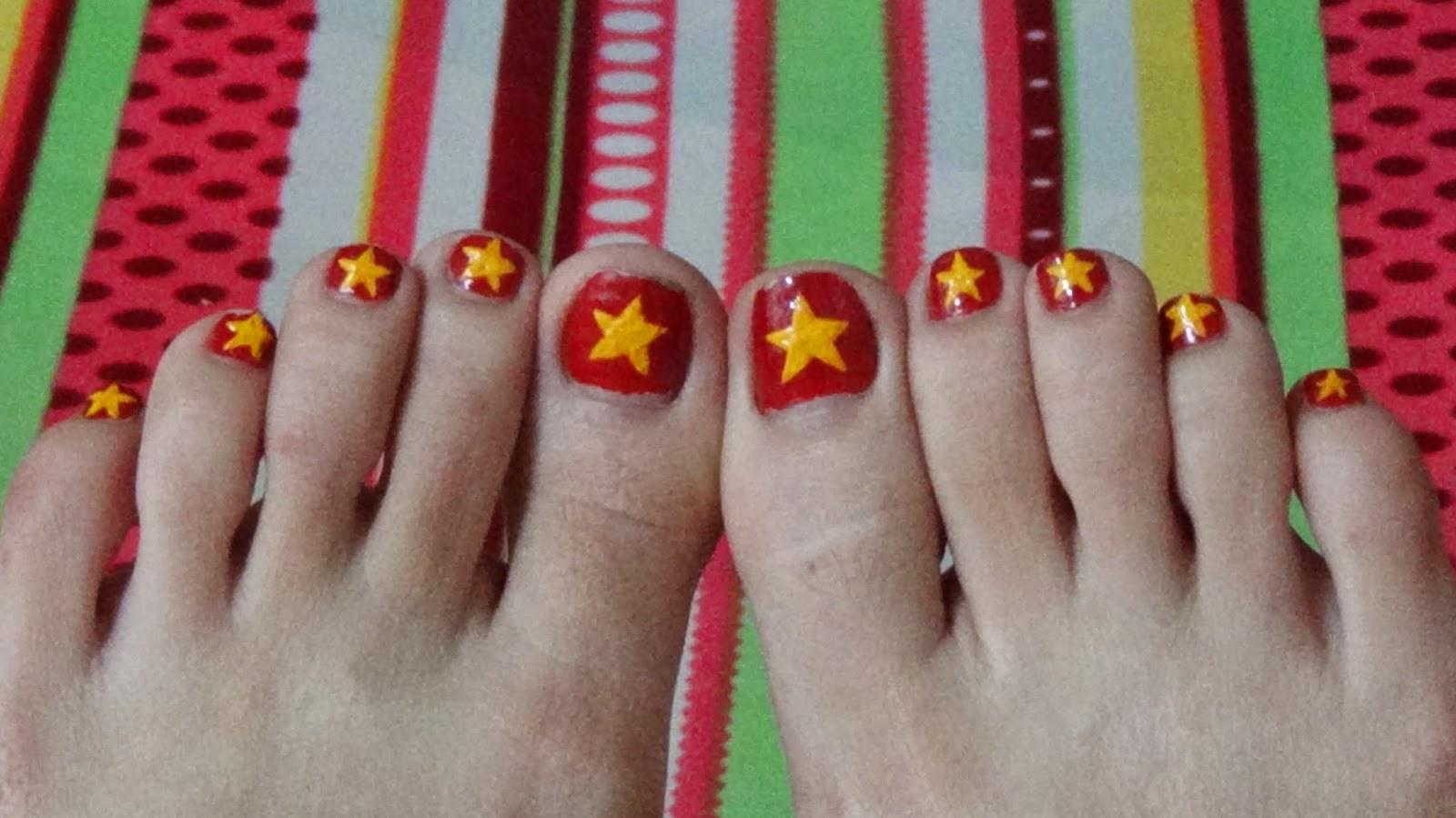 Mẫu móng chân lá cờ Việt Nam đẹp
