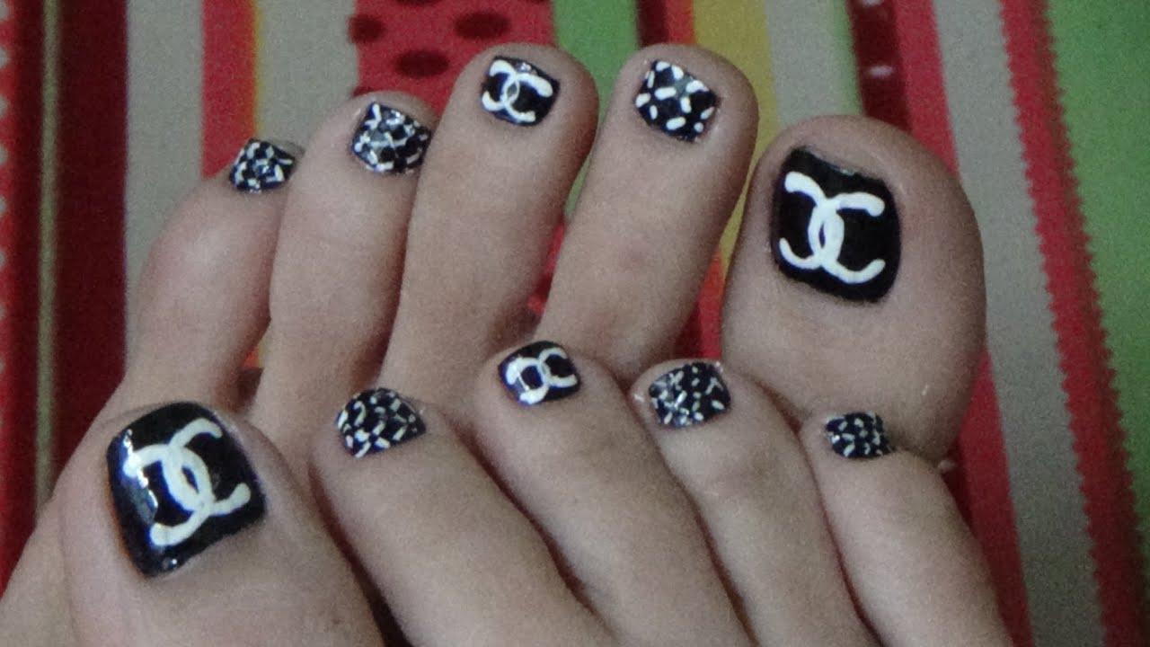 Mẫu móng chân Logo chanel đẹp và sành điệu