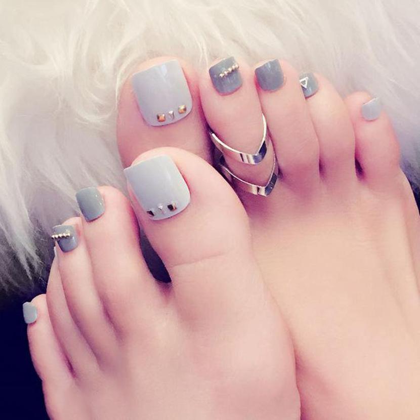 Mẫu nail đính đá móng chân tinh tế đẹp nhất