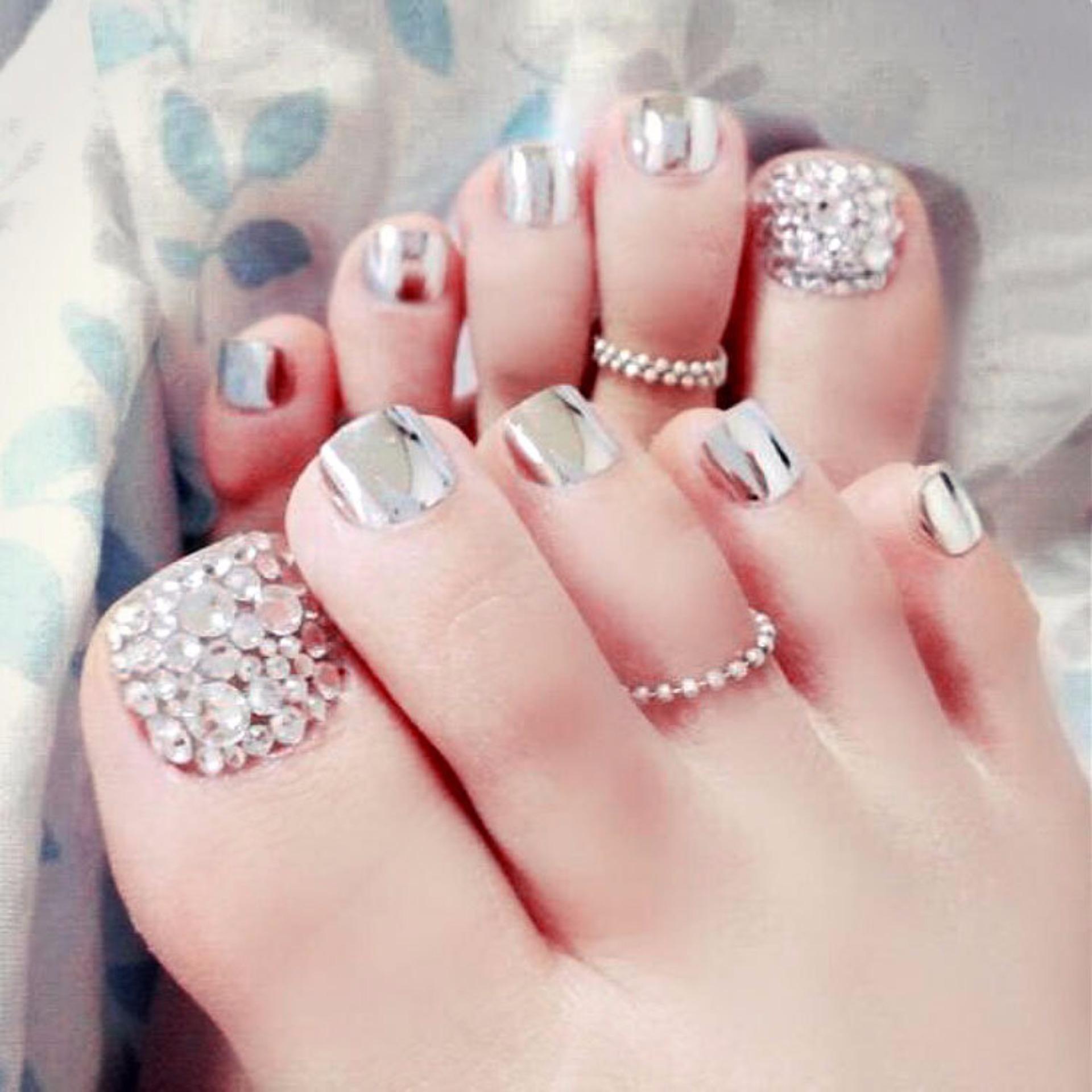 Mẫu nail đính đá móng chân