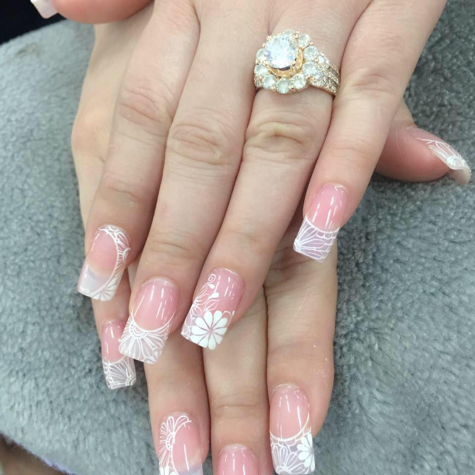 Mẫu nail màu hồng đẹp hiện đại phong cách nhất hiện nay