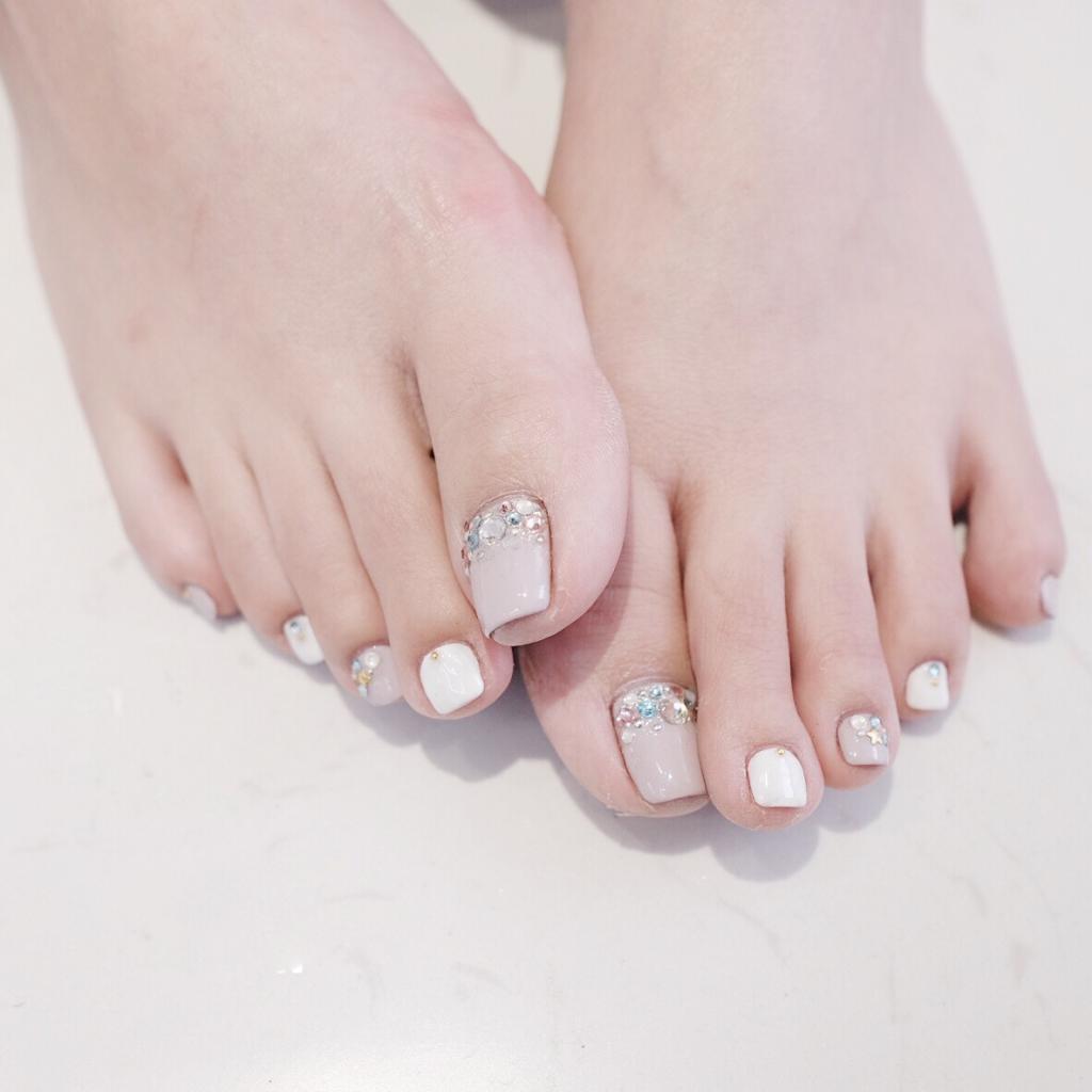 Mẫu Nail móng chân đơn giản cho bạn gái đi biển