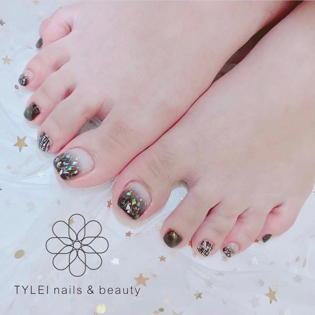 Mẫu nail móng chân màu đen đẹp nhất