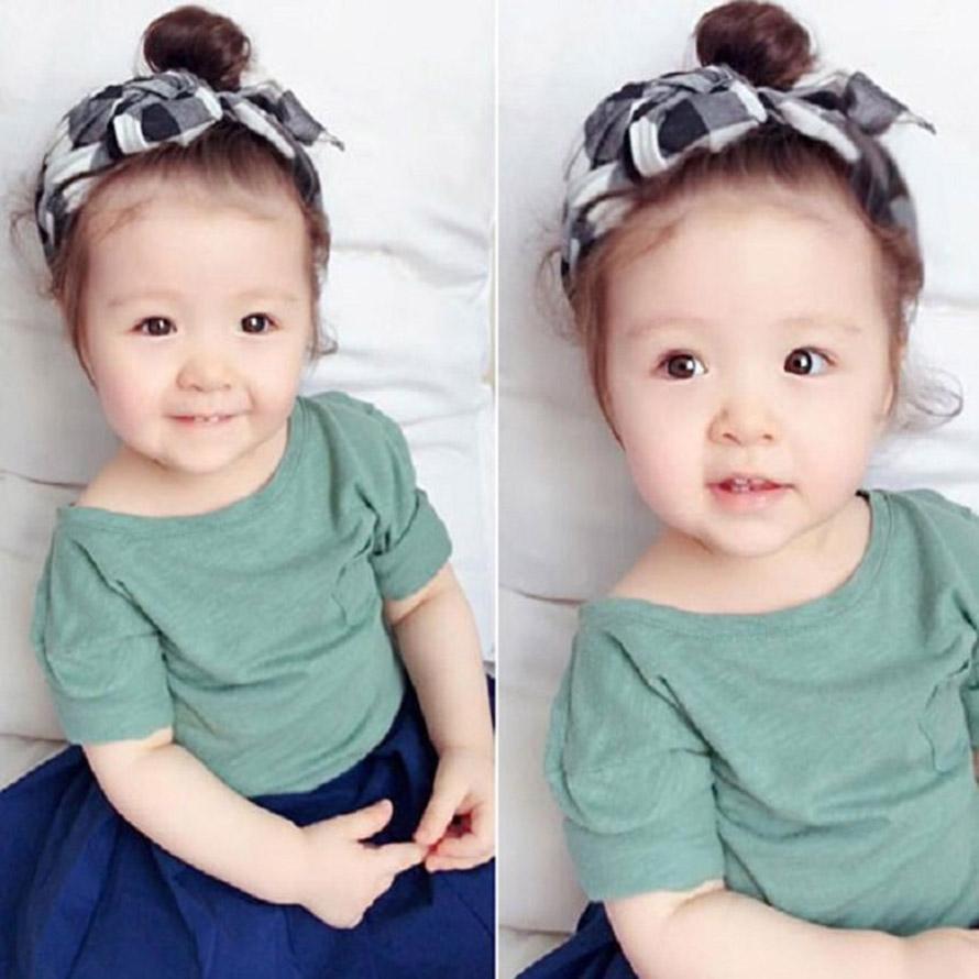 Kiểu búi củ tỏi trên đỉnh đầu đẹp nhất cho bé gái