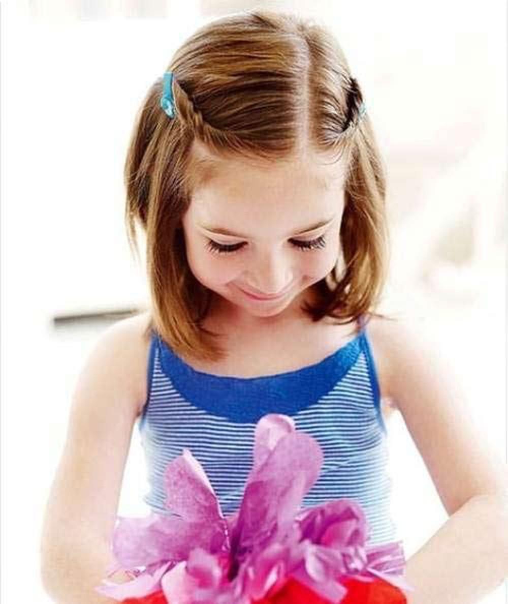 Kiểu tóc tém cho bé gái mặt tròn