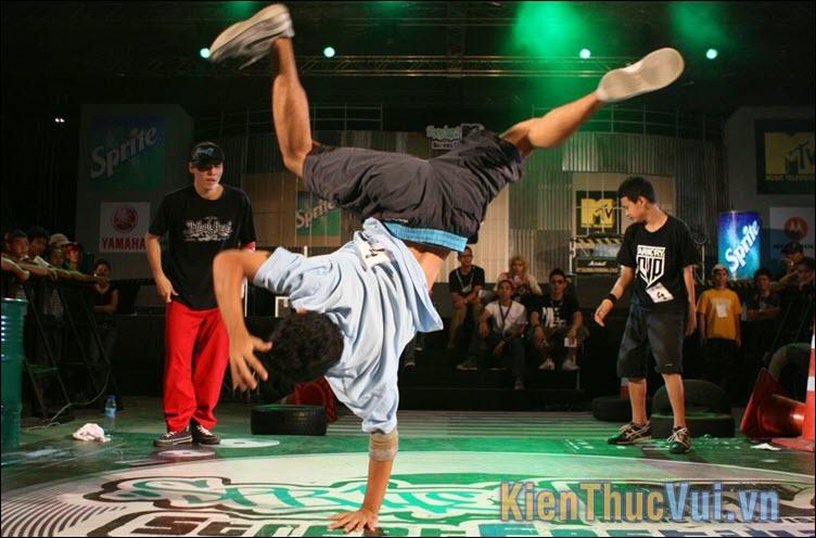 Bboy, Bgirl chính là viết tắt của Break Boy, Break Girl dùng để chỉ những chàng trai, cô gái nhảy điệu nhảy Breakdance