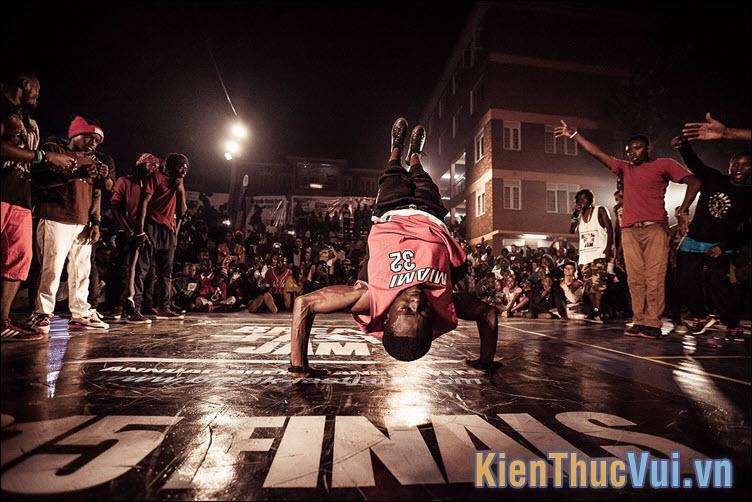 Breakdance được xuất hiện lần đầu tiên tại đường phố của thành phố New York và Los Angeles