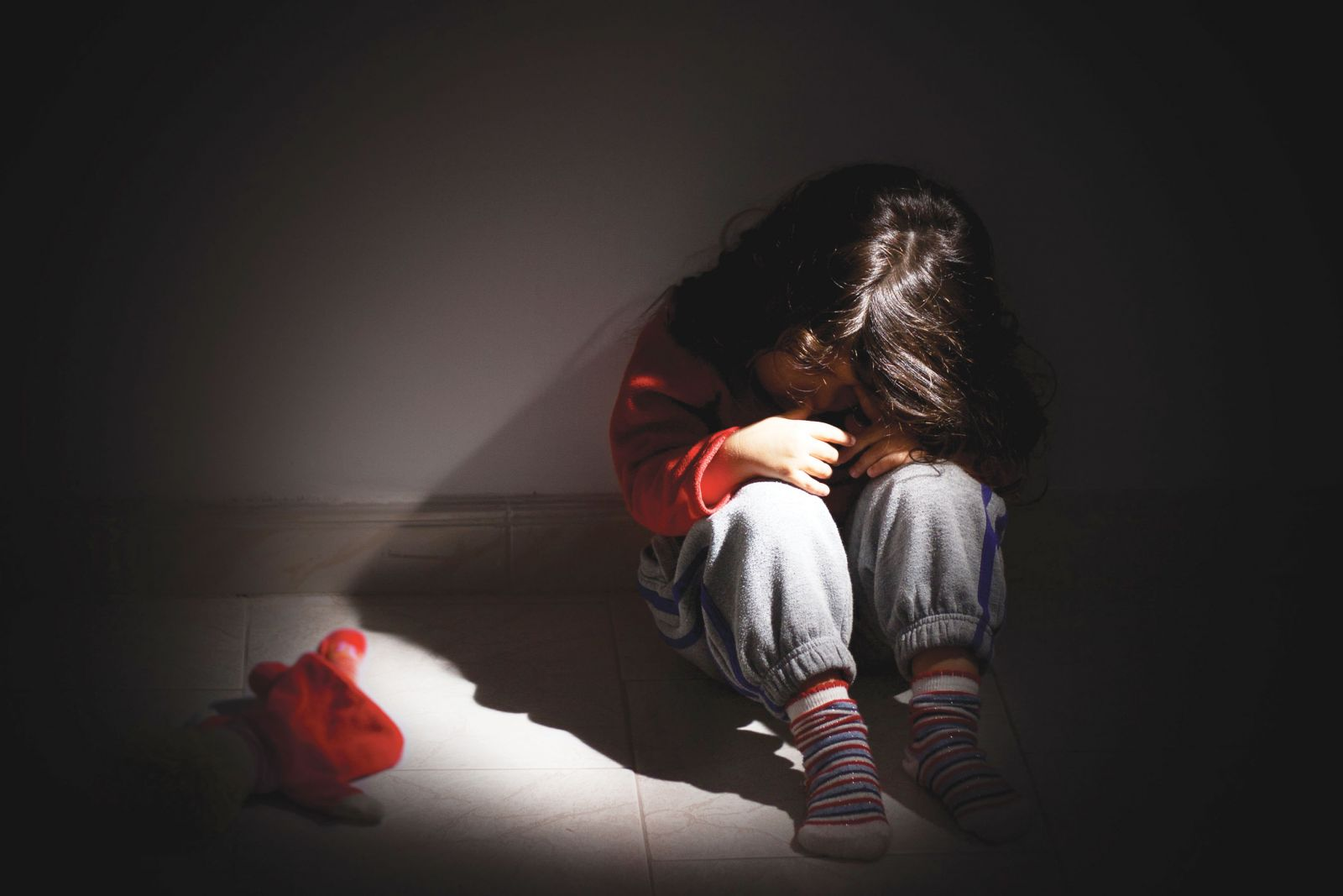 Ảnh bé gái đau khổ, thất vọng