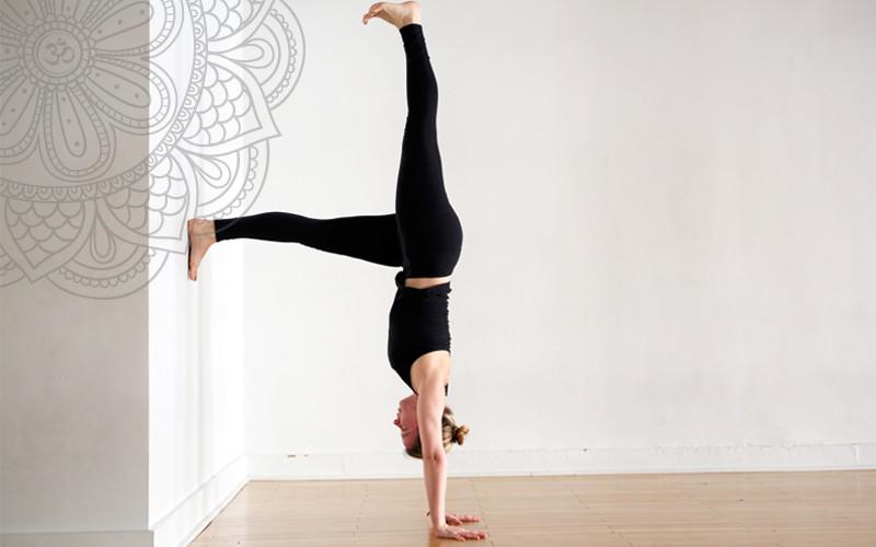 Tư thế trồng chuối Yoga chữ L