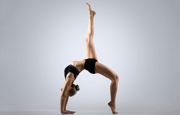 Tư thế Yoga bánh xe một chân mức độ nâng cao