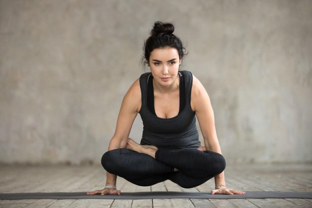 Tư thế Yoga cái cân