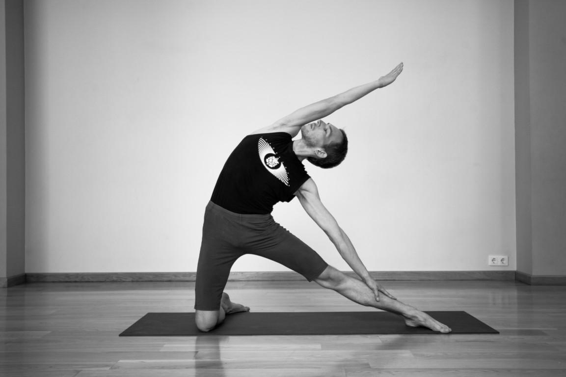Tư thế Yoga cái cổng