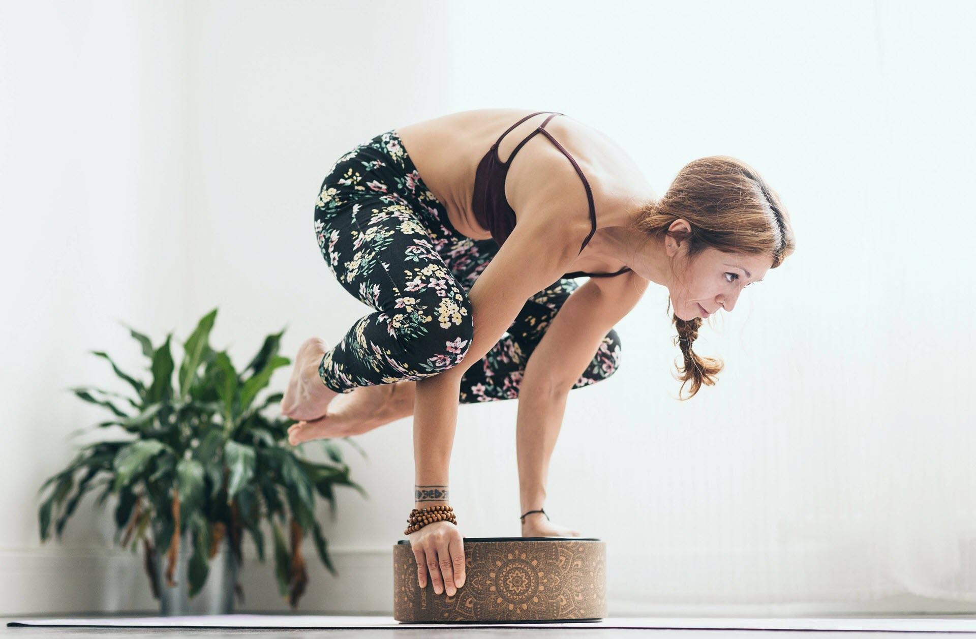 Tư thế Yoga con quạ mức độ khó