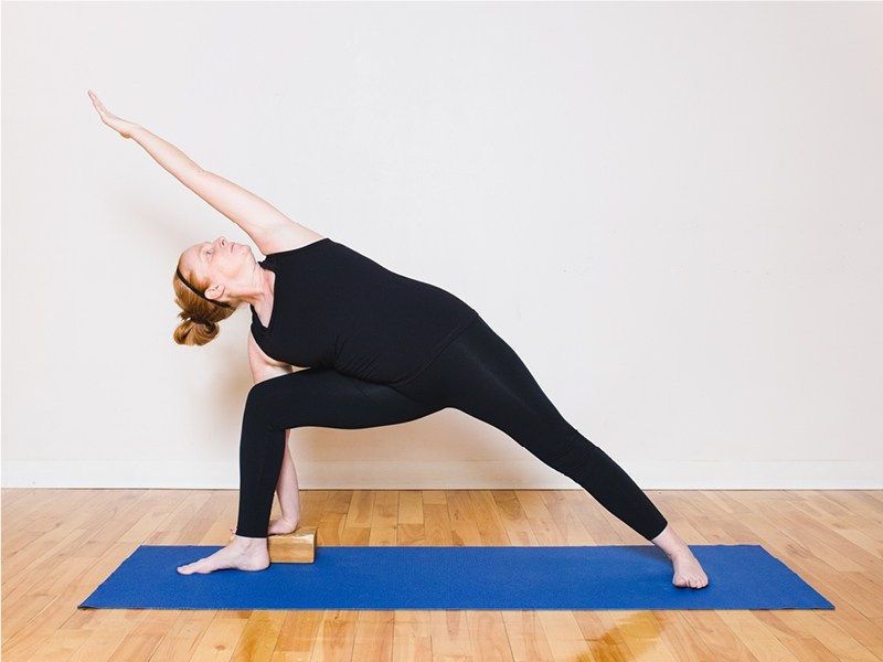 Tư thế Yoga góc vươn một bên