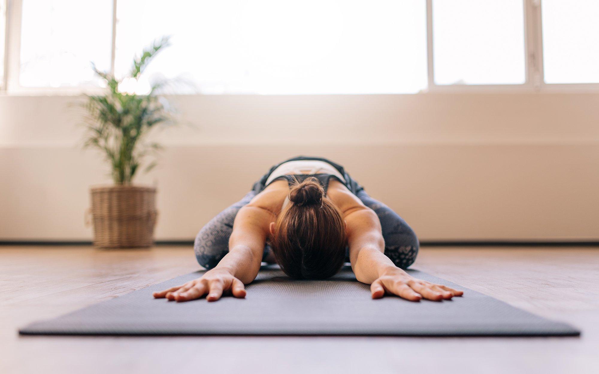 Tư thế Yoga hình em bé giúp thư giãn