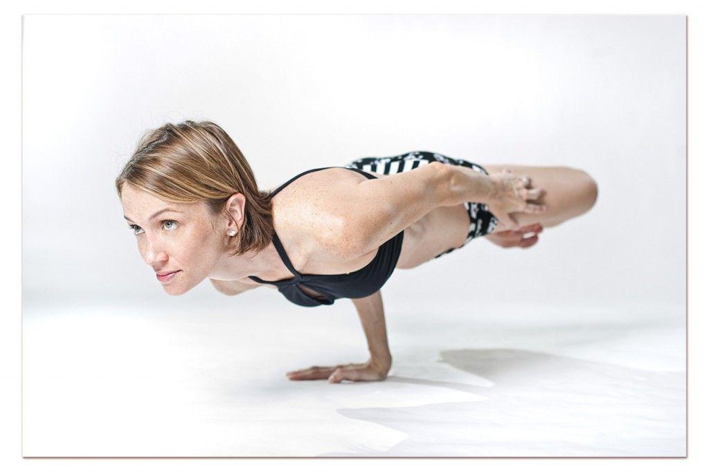 Tư thế Yoga Lotus Peacock Pose