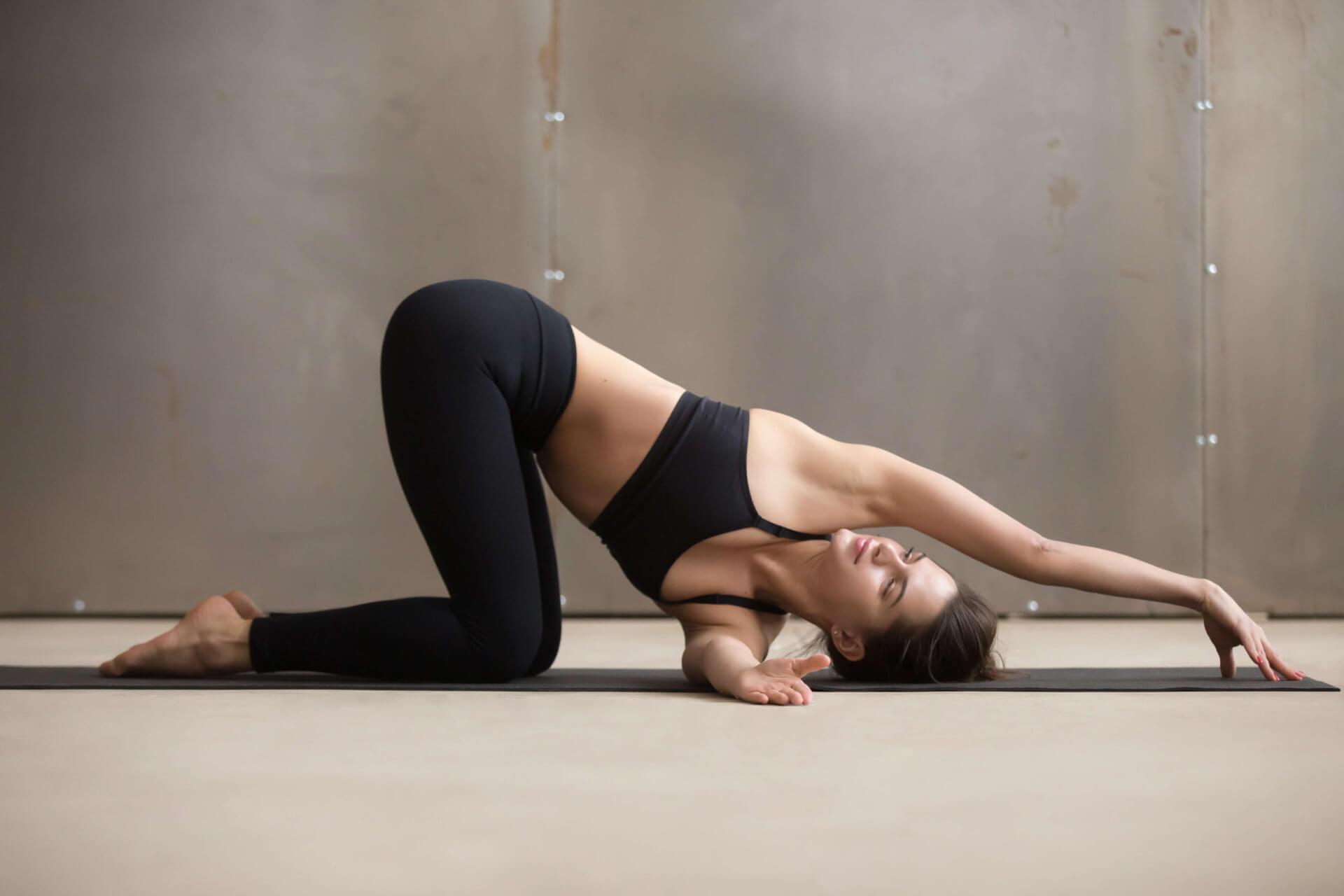 Tư thế Yoga luồn kim đẹp mắt
