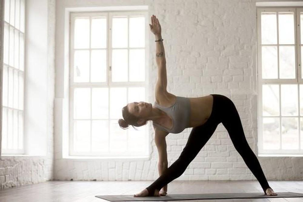 Tư thế Yoga nửa vầng trăng