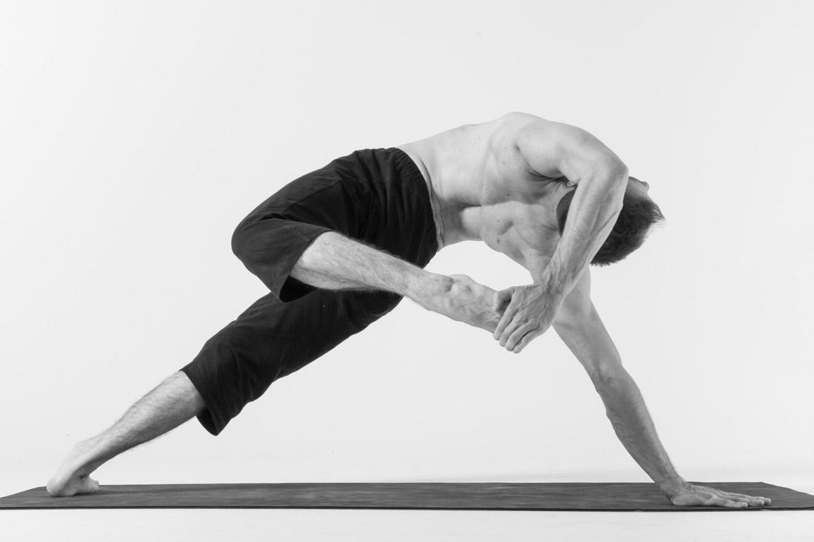 Tư thế Yoga phượng hoàng lửa