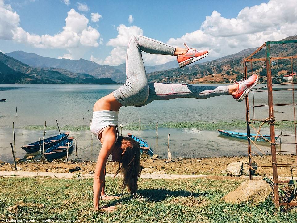 Tư thế Yoga trồng chuối