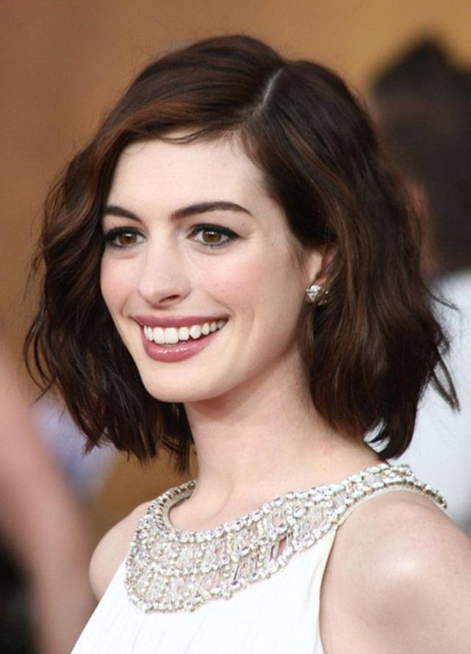 Kiểu tóc ngắn mái dài cho mặt vuông đẹp