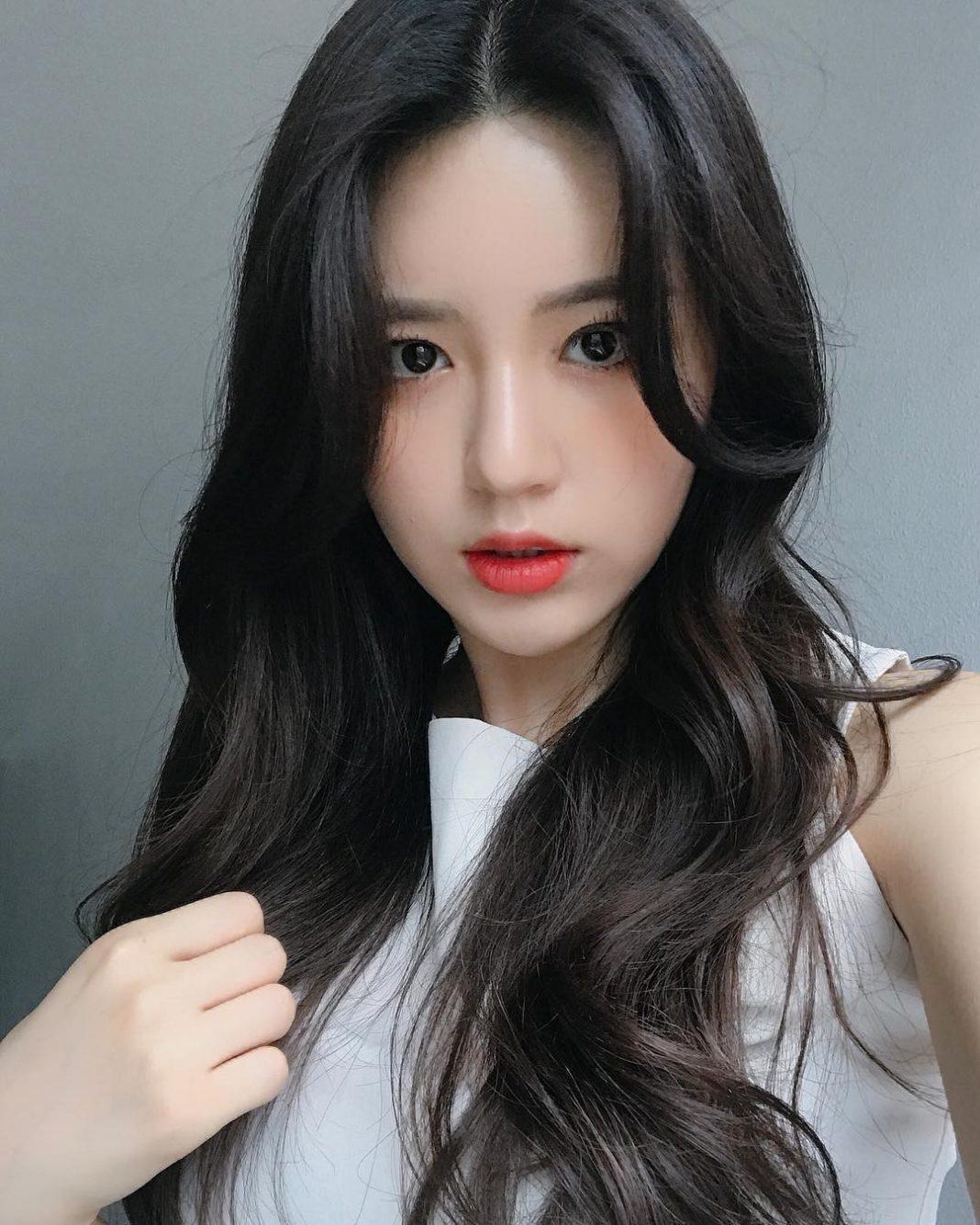 Kiểu tóc dài uốn lọn đa tầng đẹp nhất