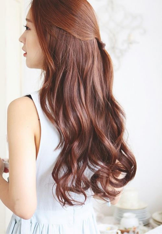 Kiểu tóc dài uốn lọn đuôi đẹp nhất