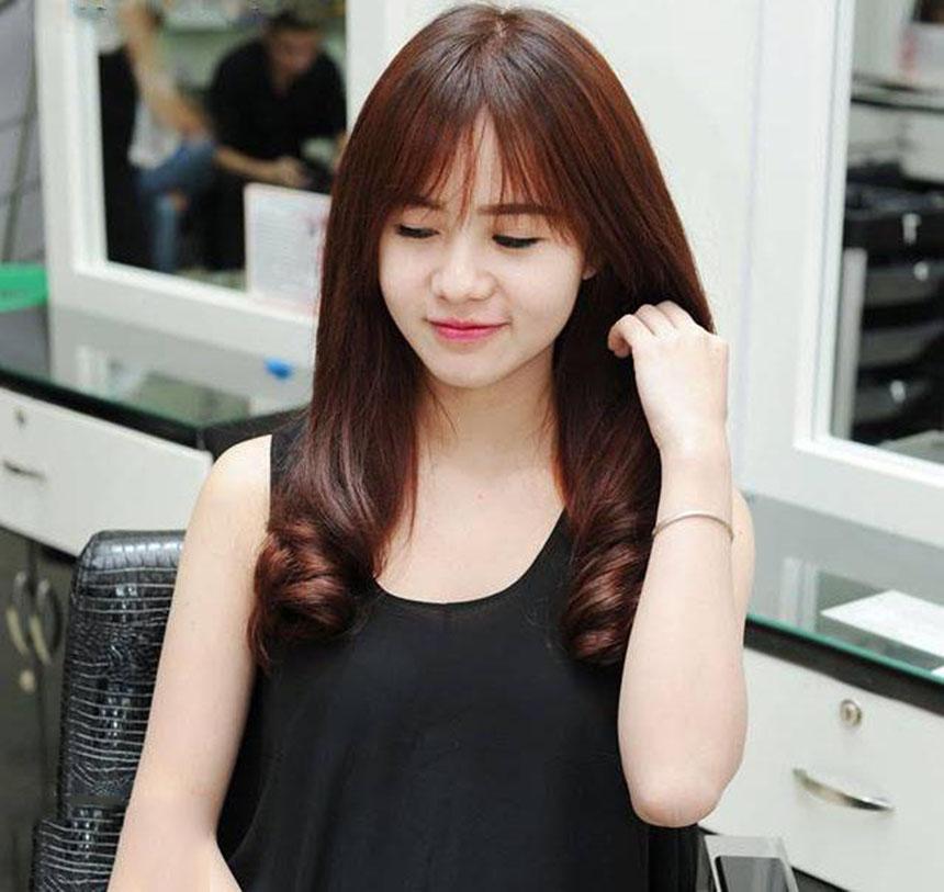 Kiểu tóc dài uốn lọn to cho nàng đẹp nhất
