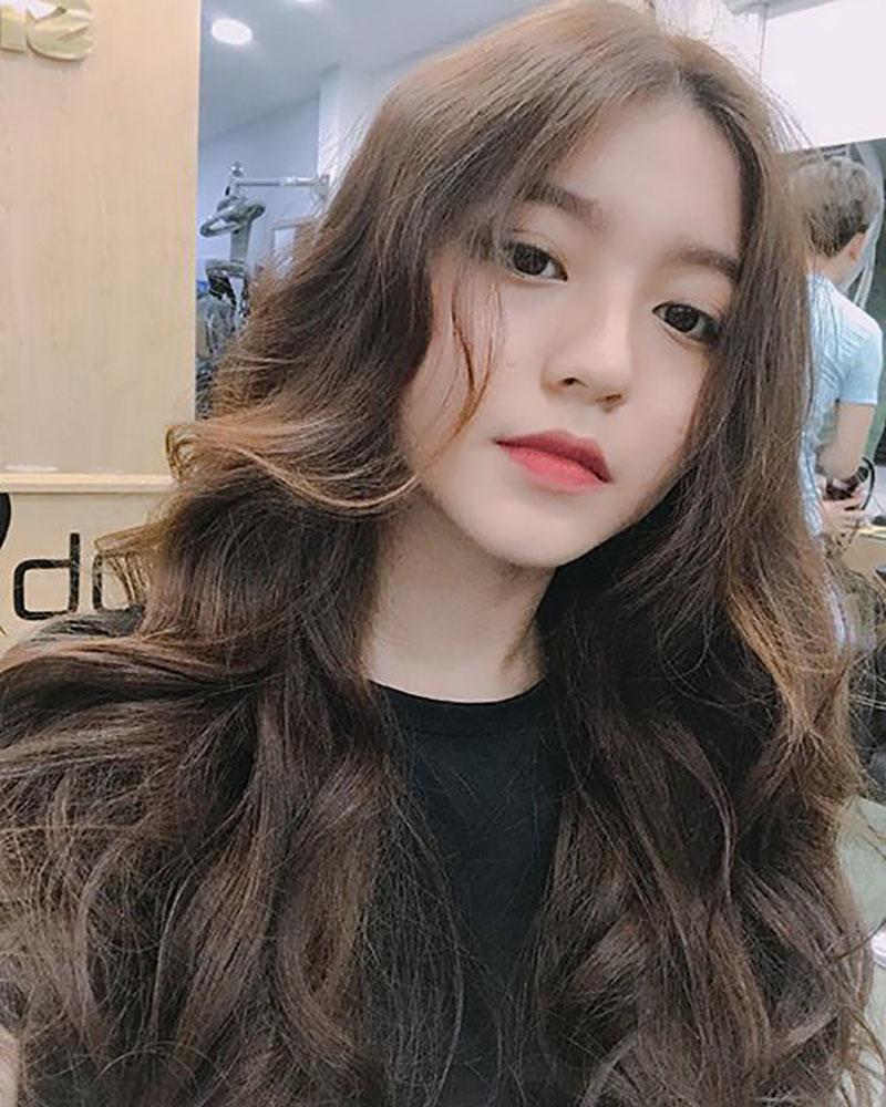 Kiểu tóc dài uốn lọn to đẹp nhất