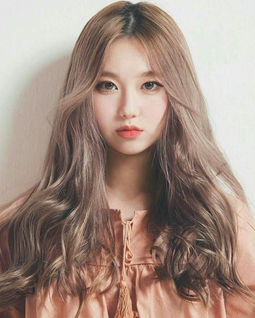 Kiểu tóc dài uốn xoăn lọn to cho nàng mặt tròn đẹp nhất
