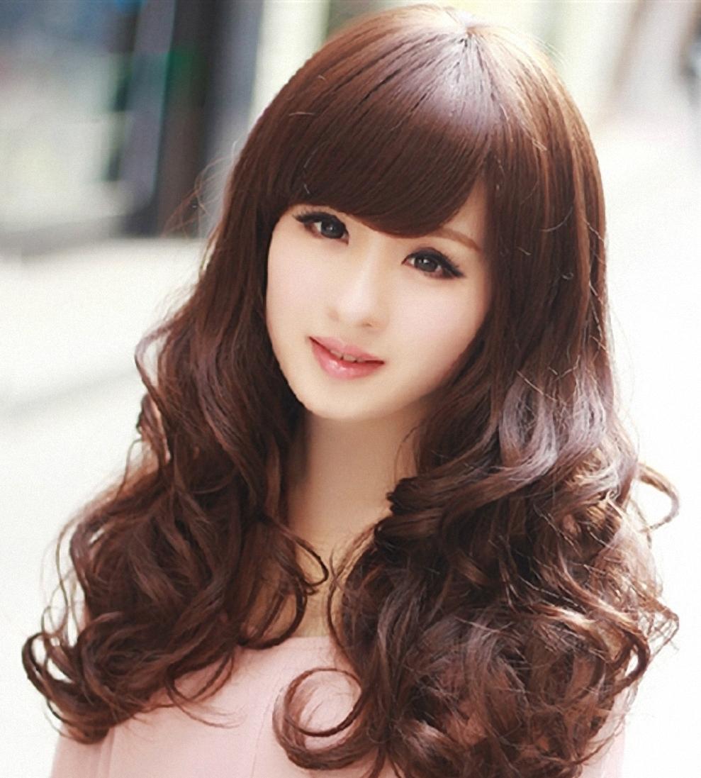 Kiểu tóc dài uốn xoăn lọn to đẹp nhất