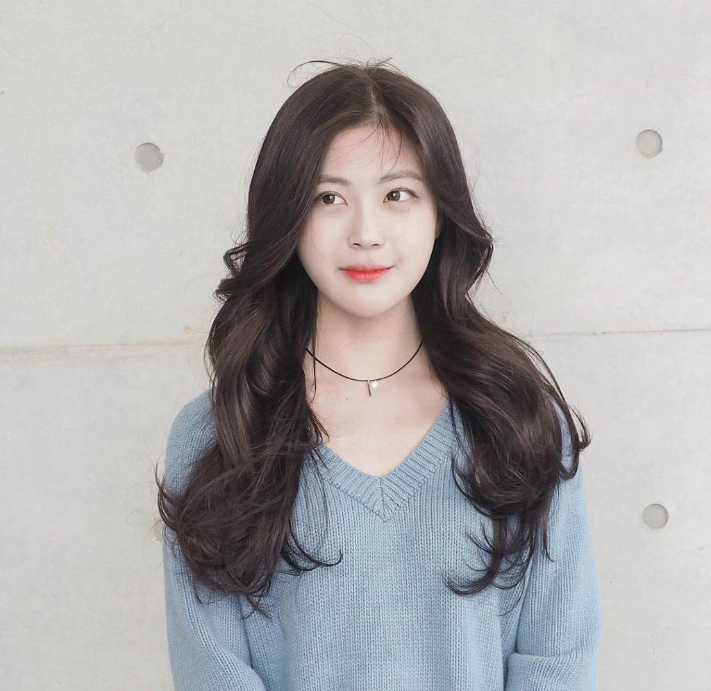 Kiểu tóc dài xoăn uốn lọn to đẹp nhất