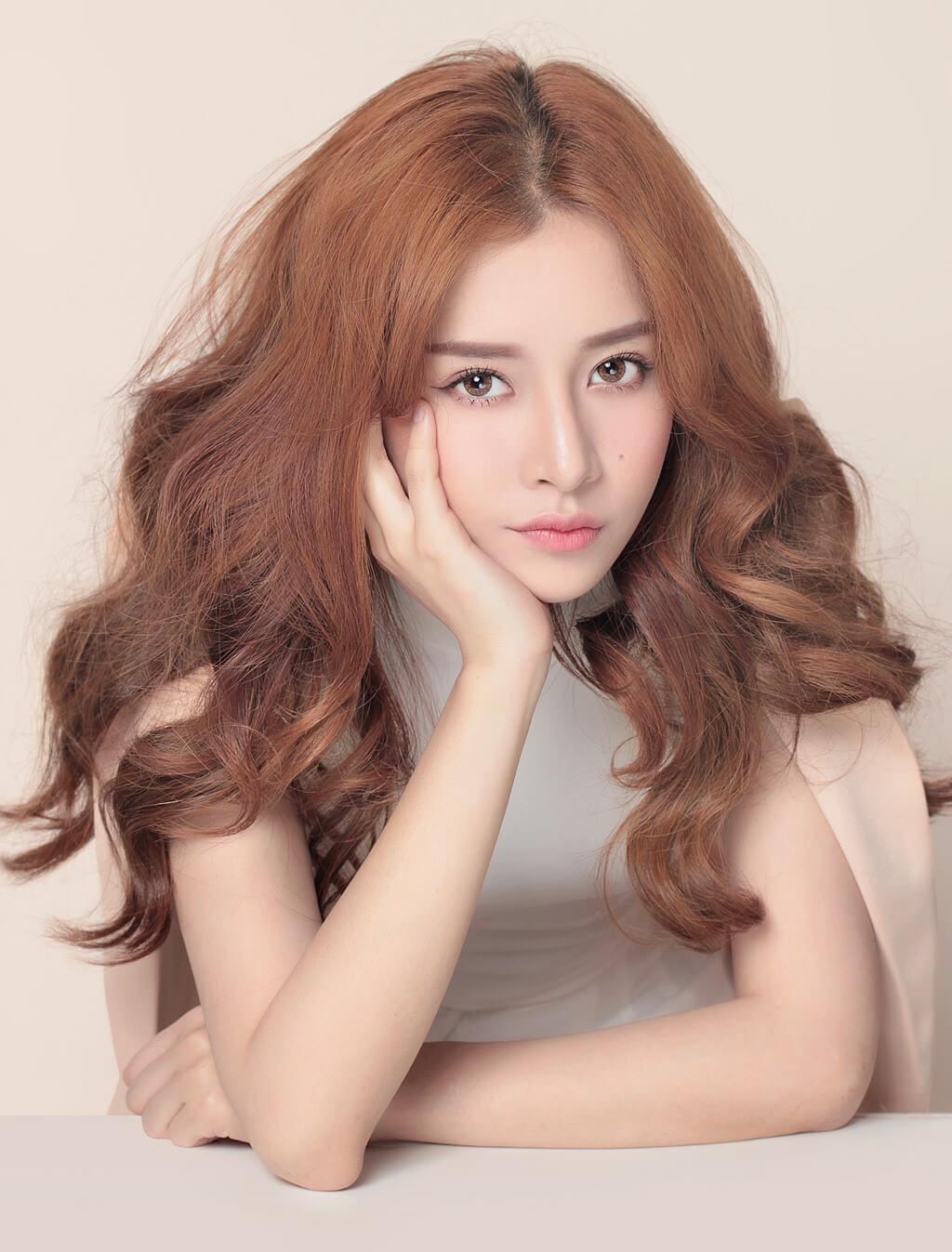 Kiểu tóc ngắn xoăn lọn to dài đẹp nhất