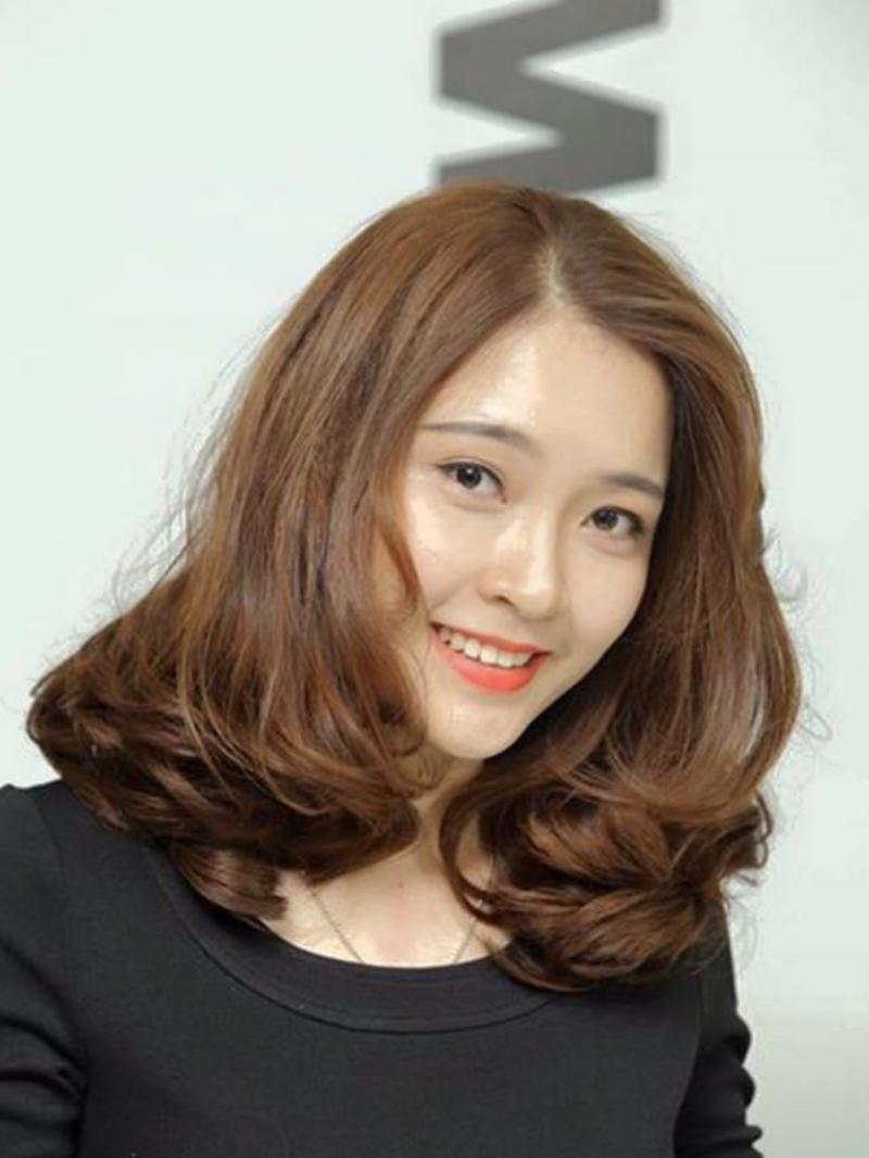 Mẫu tóc xoăn lọn to cho người mặt dài