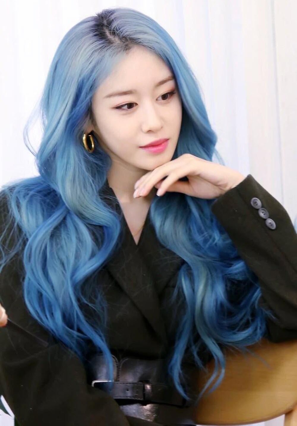 Ảnh màu tóc xanh trendy của Jiyeon