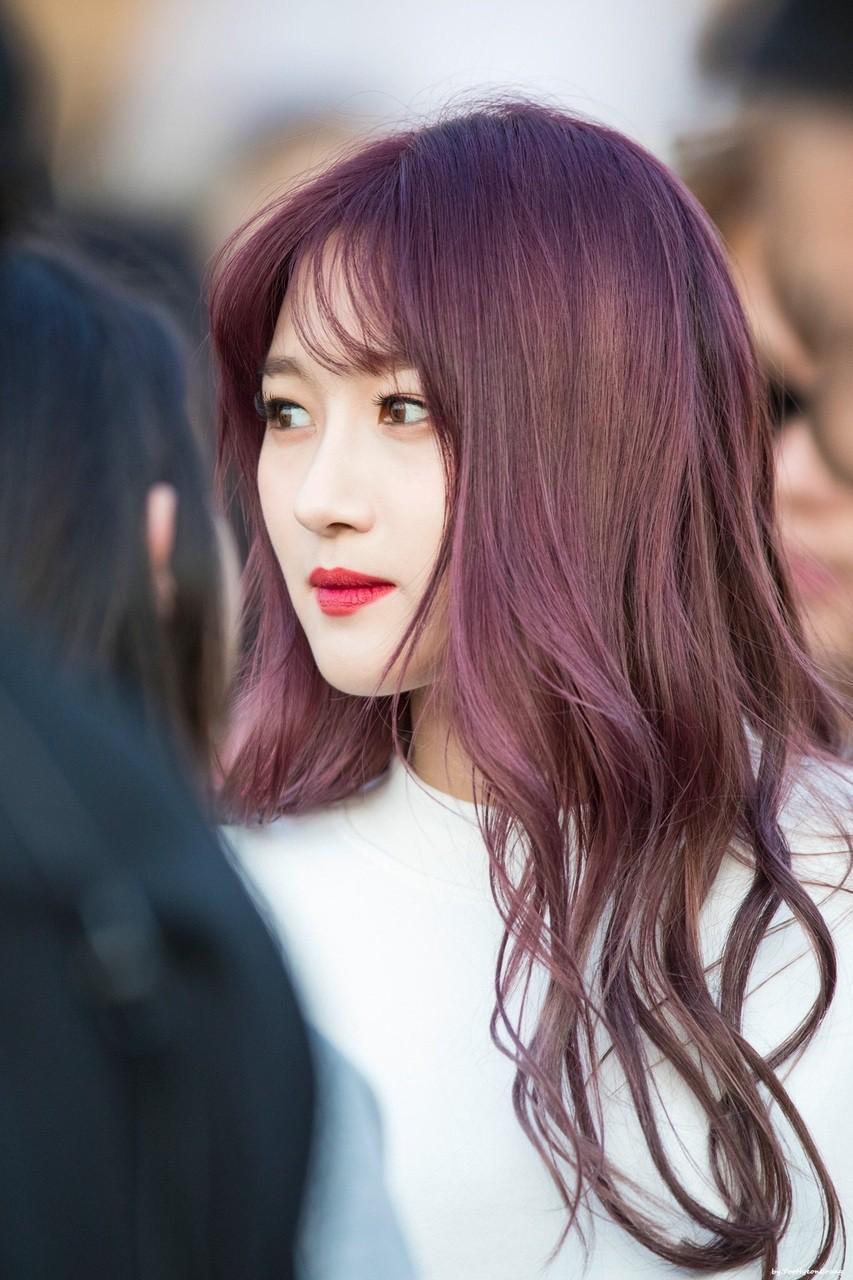 Ảnh tóc màu nâu đỏ ánh tím