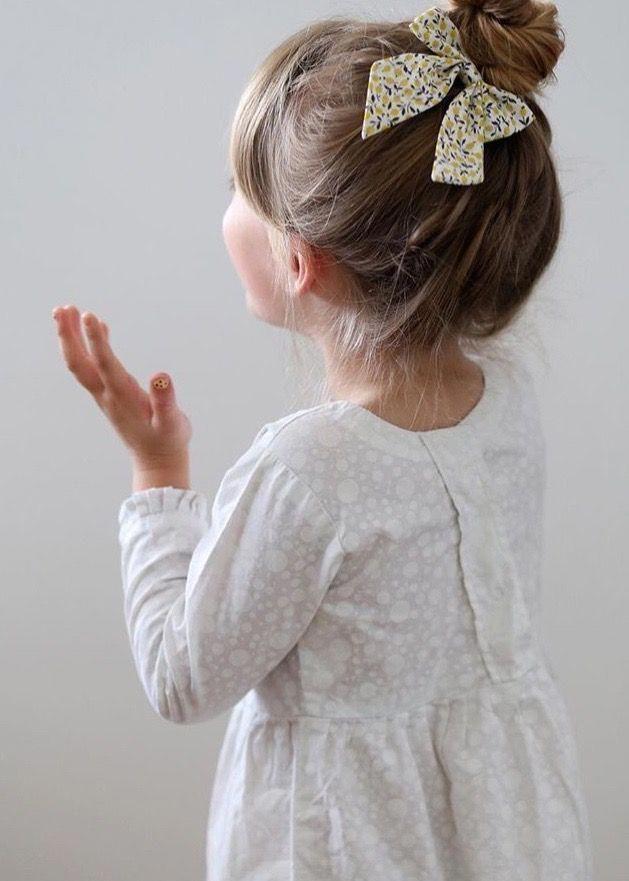Kiểu búi tóc cao sau gáy cho bé