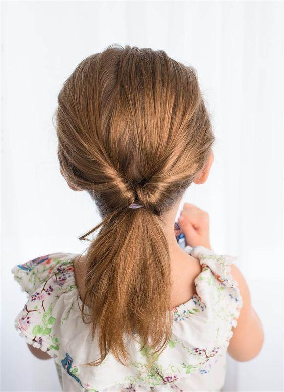 Kiểu buộc tóc nhanh gọn đơn giản cho bé gái