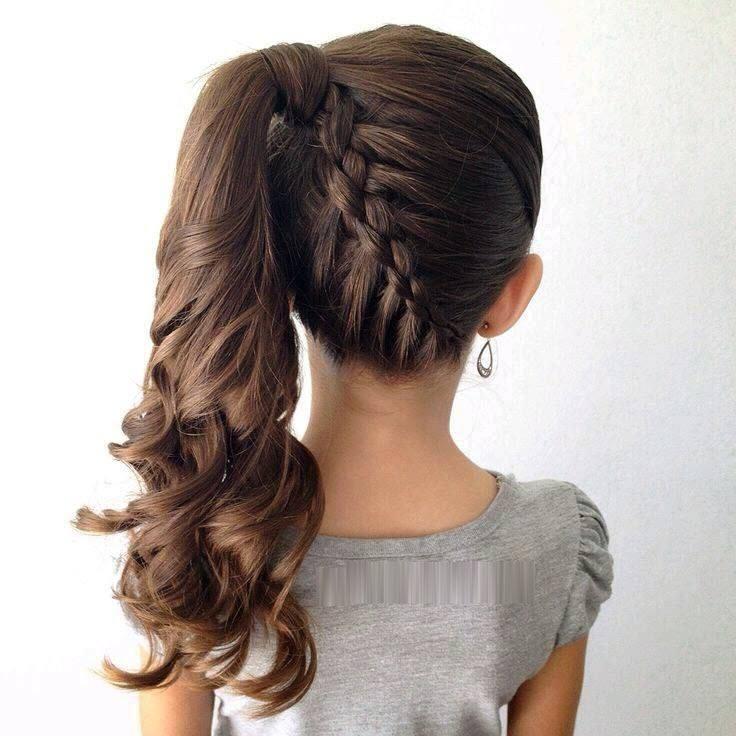 Kiểu cột tóc lệch đẹp cho bé gái