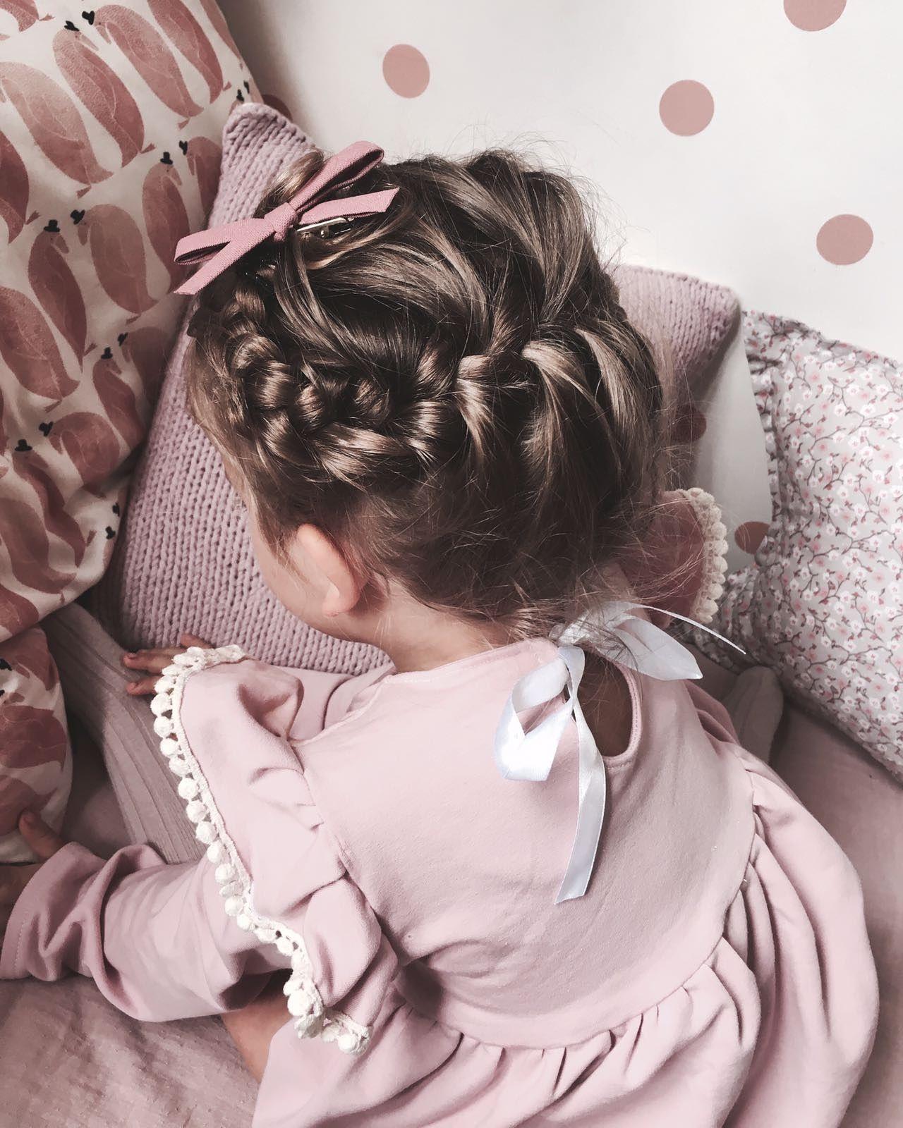Kiểu tết tóc cho bé gái tóc ngắn đẹp