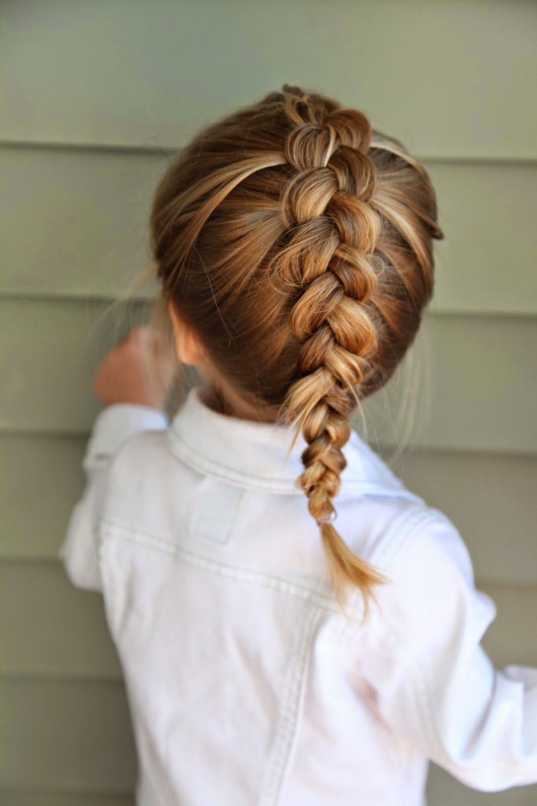 Kiểu tết tóc hình xương cá cho bé gái