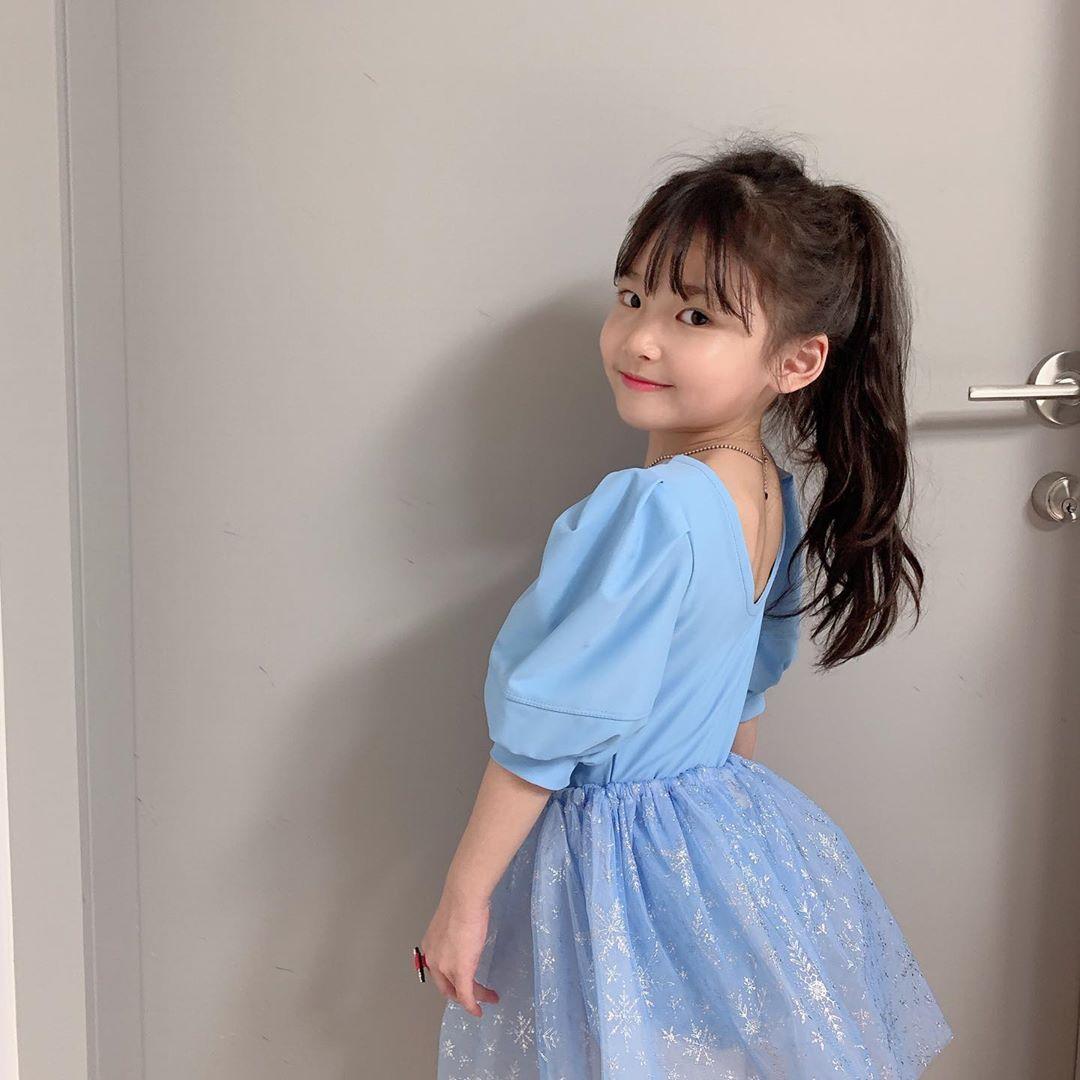 Kiểu tóc buộc cao cho bé gái