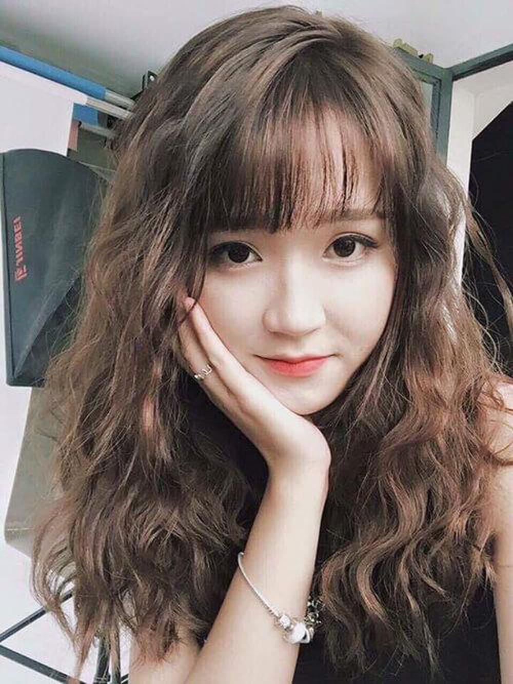 Kiểu tóc dài xoăn sóng đẹp