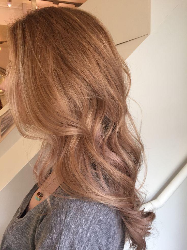 Kiểu tóc ngang lưng uốn nhẹ