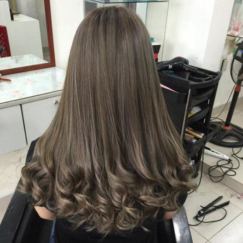 Kiểu tóc uốn lọn đuôi nhẹ nhàng