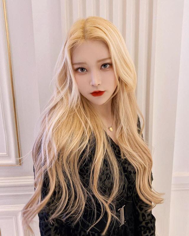 Màu tóc nhuộm vàng nâng tông da