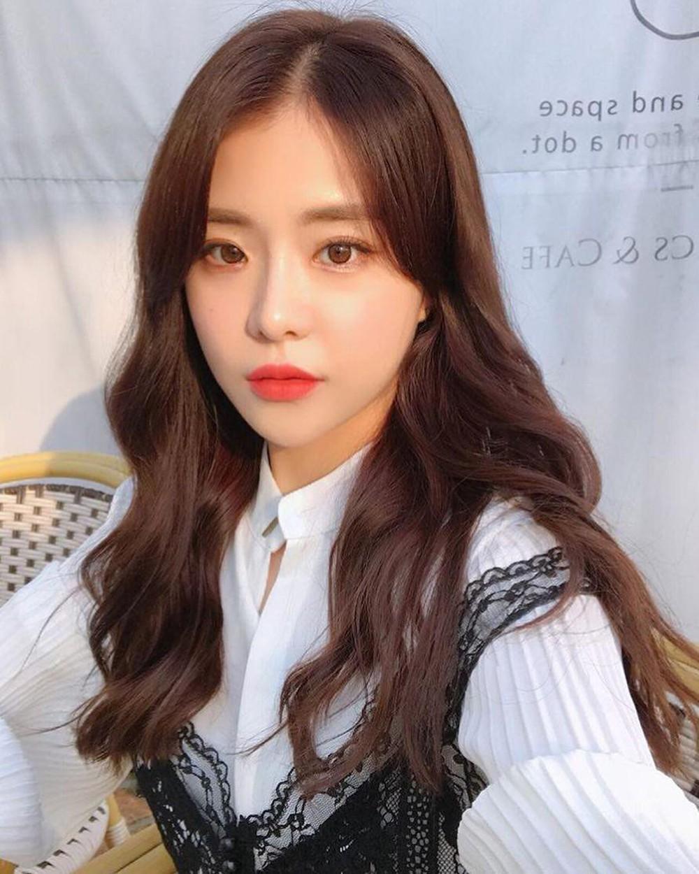 Tóc dài uốn lọn to Hàn Quốc