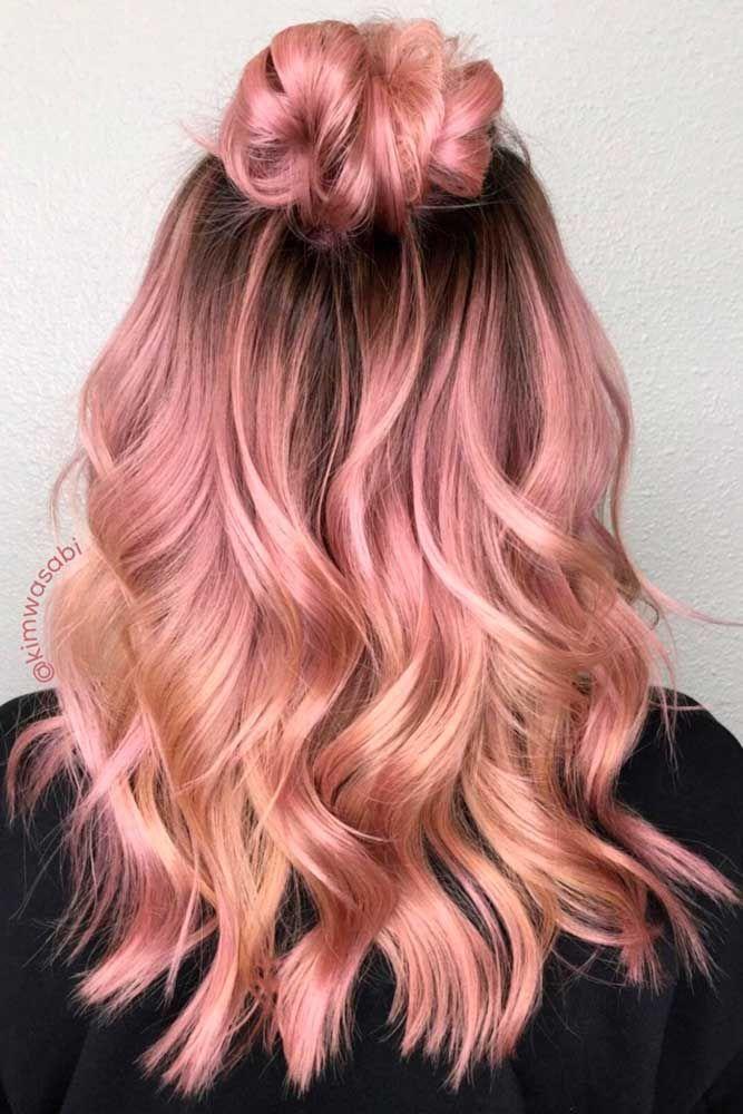 Tóc nhuộm màu hồng vàng