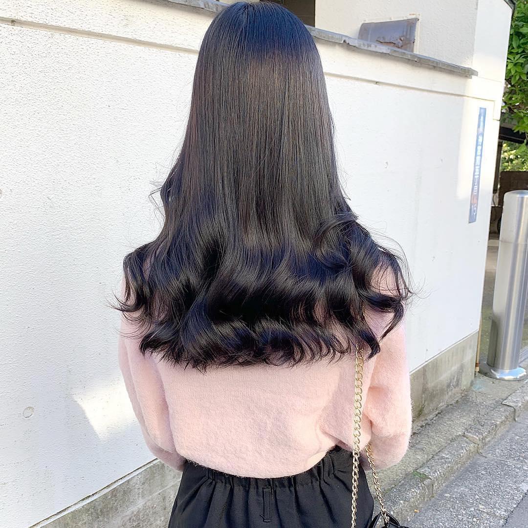 Tóc uốn đuôi lọn to nhẹ nhàng nữ tính