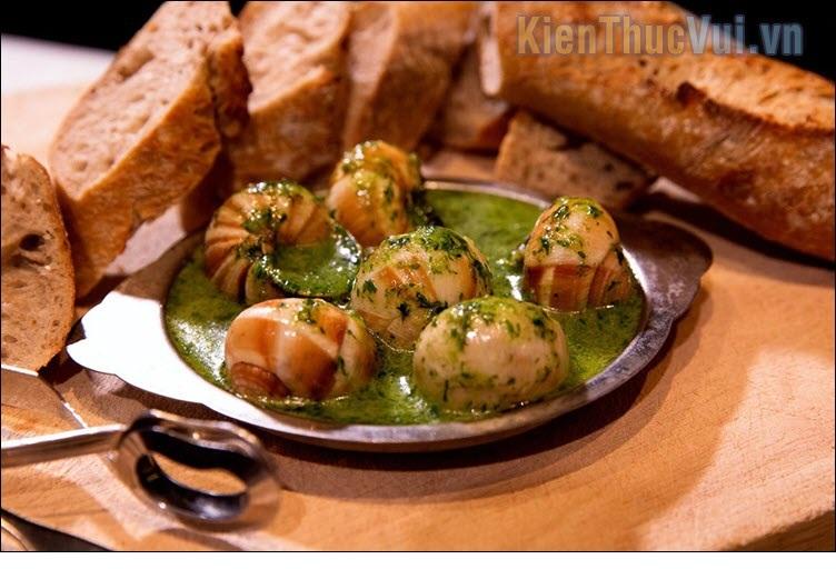 Escargots (Ốc sên nấu chín) – Pháp